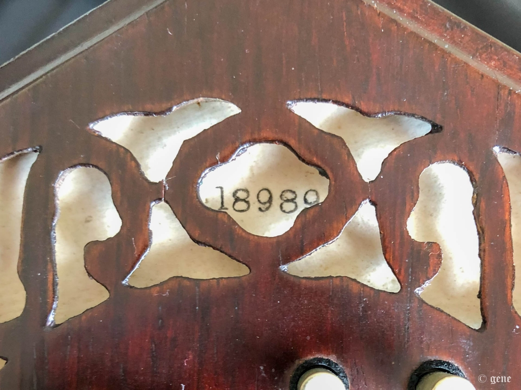 Wheatstone 48ボタン イングリッシュ・コンサーティーナ バッフル と 印刷された S/N;製造番号