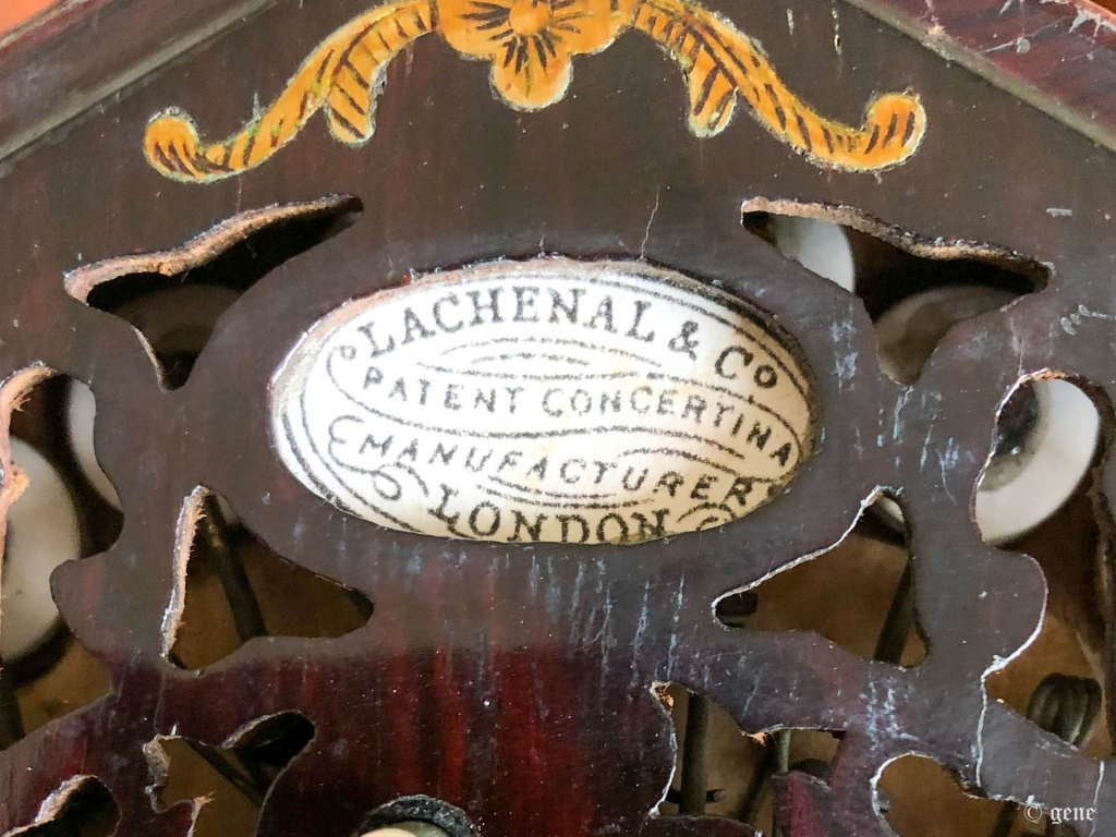 Lachenal 48ボタン イングリッシュ・コンサーティーナ 右手側 フレットワークとメーカーロゴ