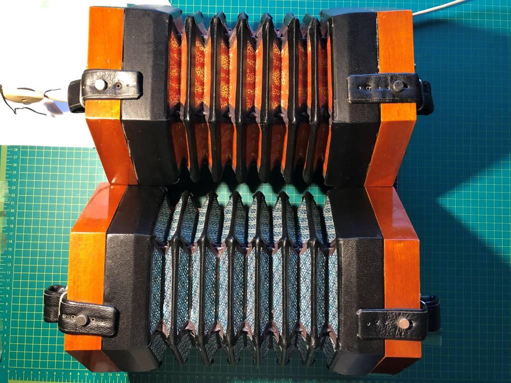 HOHNER 48ボタン コンサーティーナ gusset 張り替え 完成 その1 その2