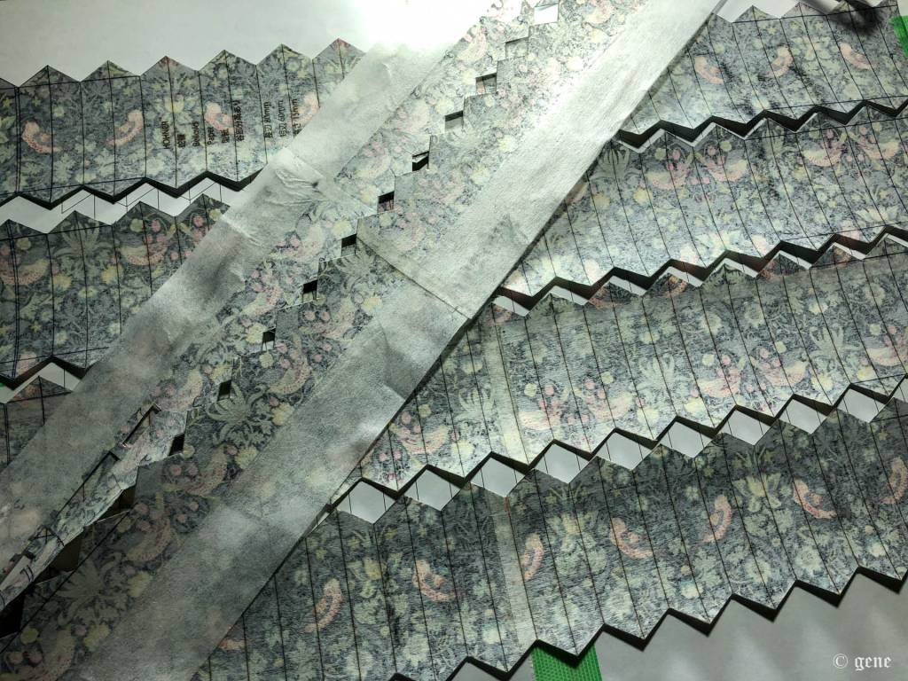 Liberty Printで作ったBellows Paperを切り出す