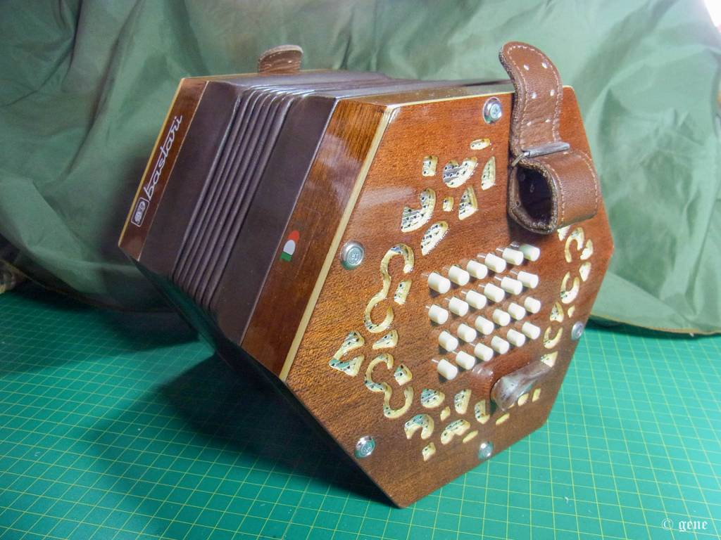 Bastari / Stagi 48ボタン イングリッシュ・コンサーティーナ Tenor;テナー 左手側